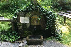 """Egerholzkapelle mit """"Heilwasser"""" Peilstein"""